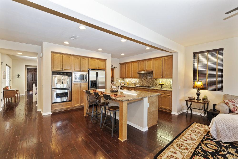 018_Kitchen.jpg