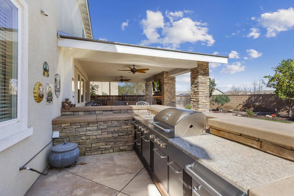 043_Outdoor Kitchen.jpg