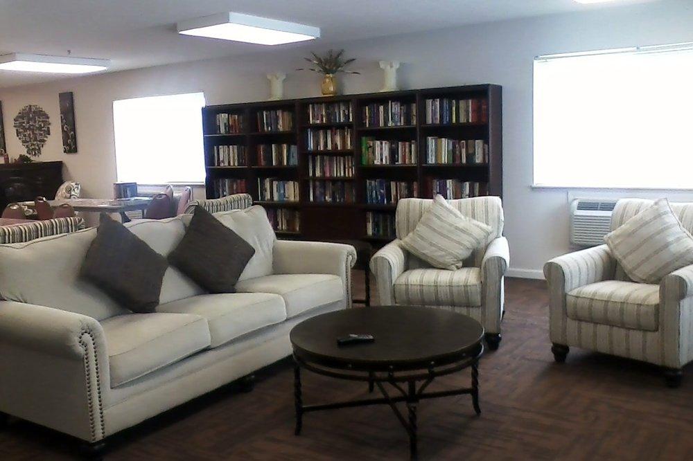 Livingroom area in Community Room with Large Flat Screen Tv.jpg