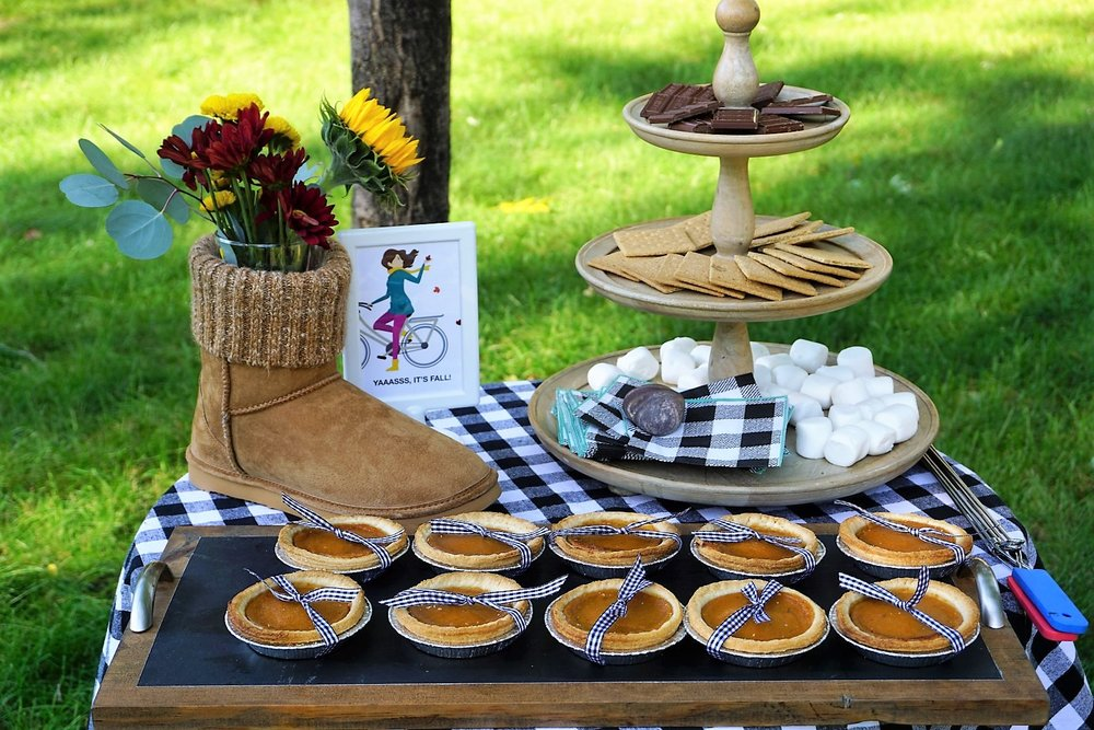Mini-pumpkin pies and s'mores make the best desserts in the fall! Your fall party guests will love these take home mugs! Click here to re-create this fun fall party! | Legally Crafty #fallparty #bonfire #girlsnightin #girlsnight #basicfallgirl