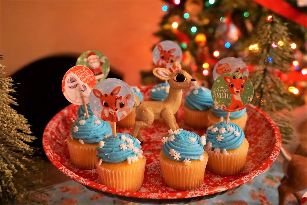 Use Rudolph stickers to create your own cupcake toppers for a Chistmas movie night,