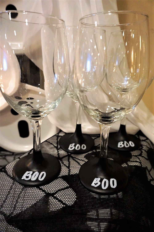DIY chalkboard wine glasses for Halloween.