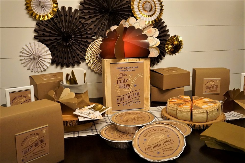 Set up a Thanksgiving leftover station to send your guests home with turkey and fixings. #thanksgiving #friendsgiving #thanksgivingleftovers