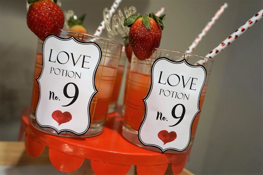 Free downloadable labels for Valentine's Day!
