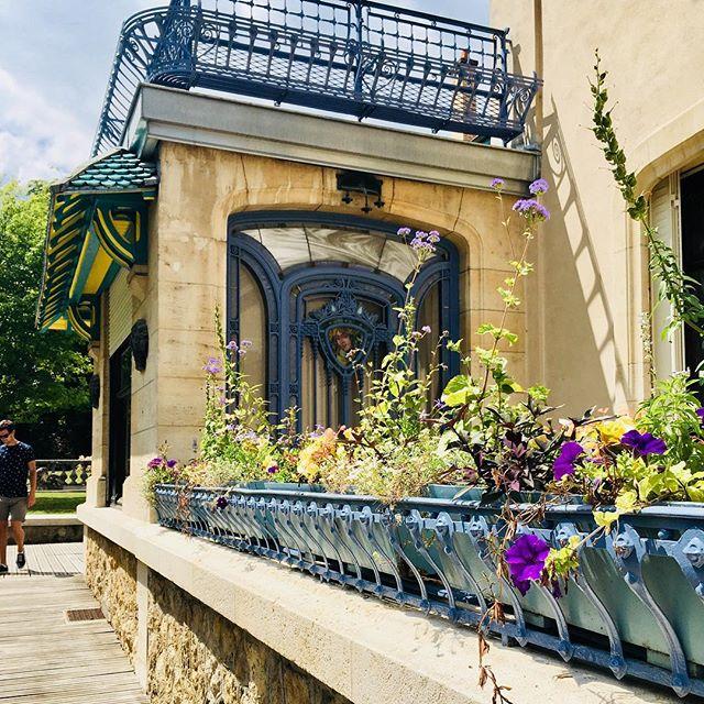 Discovering Nancy's Art Nouveau treasures with @ludovicdias can't wait for a second visit! #nancy #art #artnouveau #museumnerd #garden #walks #france #summervibes #flowers