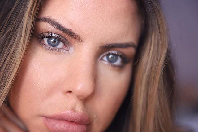 a moment of me feeling cool tones 🌪 @chantecaille luxe eye duo in tibet @ctilburymakeup pillow talk lip liner - - #bostonmakeup #makeupnikki #bostonbeauty #boston #bostonbridal #glosstan #makeupnikki #makeup #thedollfaceduo #hudabeauty #wakeupandmakeup #eyes #eyeinspo #mua #bostonmua #newenglandmakeup #newenglandmua #bridalmua #proartist #globalartist #promua #makeuppro #makeupinspo #makeupinspiration #makeupartist #newenglandmakeup #makeupartist #mualife #makeuplife #makeupobsessed