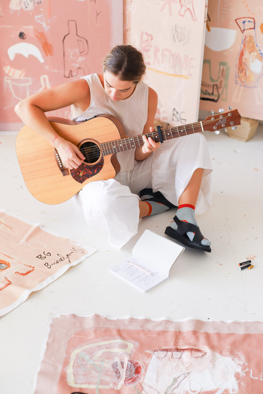 bonnie-gray-playing-guitar.jpg