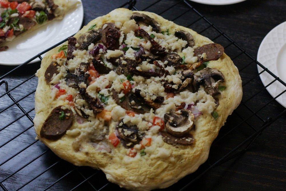 egan Garlic Alfredo Pizza  https://www.kristancbarril.com/blog-1/recipes/2018/10/22/garlic-alfredo-pizza-with-tofurky-italian-sausages