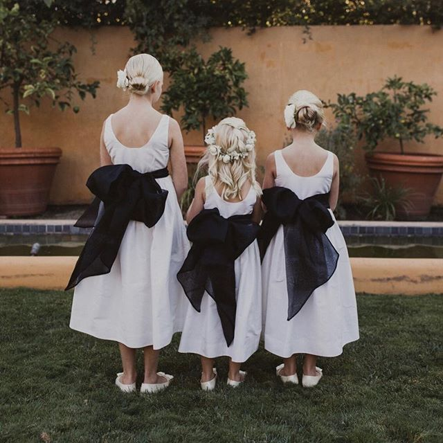 Flower girl perfection ❤️ @hellobrandonscott @blushmonterey @fleursdusoleilmonterey . . . #blacktiewedding #carmelvalley #carmelvalleywedding #carmelvalleyweddingplanner #bernarduslodge #robinsevrinaevents