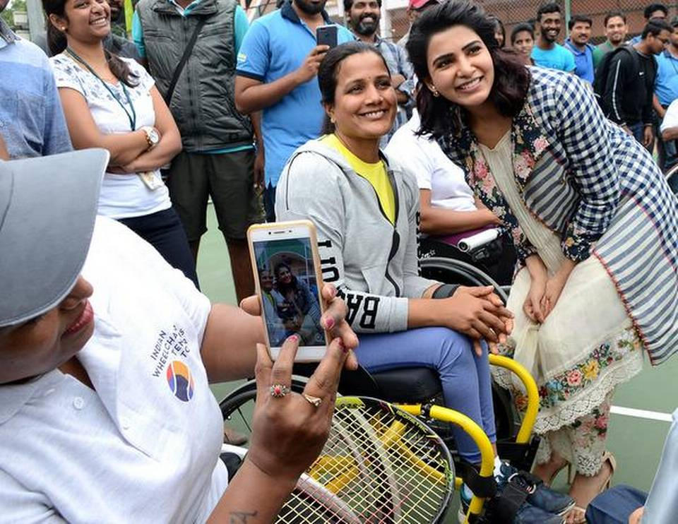 Tollywood actor Samantha Akkineni posing with a participant at the Charminar Open Wheelchair Tennis Championship in Hyderabad on Wednesday. | Photo Credit:     V.V. Subrahmanyam