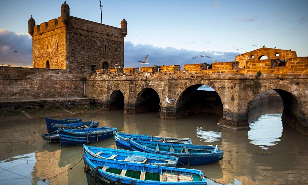 Boats-beneath-the-fortifi-009.jpg