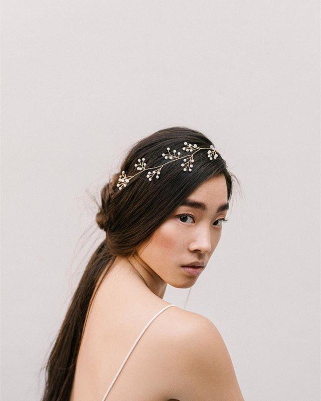 The Clara headband an elegant and refined pearl headband. ⠀ ⠀ A versatile delicate piece designed to wear as a headband or hair vine. The choice is yours.⠀ ⠀ Photo: @chymomore⠀ MUAH: @mirjam72meijer⠀ Model: @esmeecornet⠀ ⠀ #headpiecewedding #fleurromance #hairvine #hairchain⠀ #headpieces #weddingcrowns #bridaldesigns #hairdiy #howtohair⠀ #hairjewelry #bruid #trouwen #verloofd #bruidegom #trouwjurk #trouwring #bohobruid
