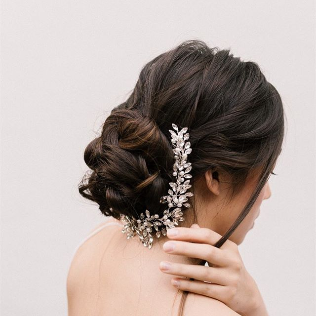 Introducing the Lillian comb. And elegant and romantic bridal haircomb made with shimmering rhinestones.  Now available in our webshop. Head over to the link in bio to shop the look.  Photo: @chymomore  MUAH: @mirjam72meijer  Model: @esmeecornet  #bridalhair #bridalhairstyle #hairvine #trouwen #bruid #bruiloft #wijgaantrouwen #couplegoals #engaged #engagementphotos #modernbride #hairspo #updo