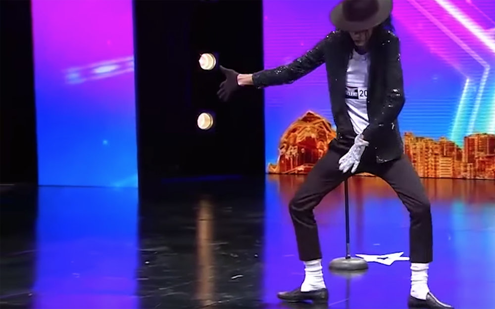 590.MOONWALK / Global - MOONWALK is a dance move in which a dancer moves backwards while seemingly walking forwards. A popping move became popular around the world after Michael Jackson performed it during a performance of