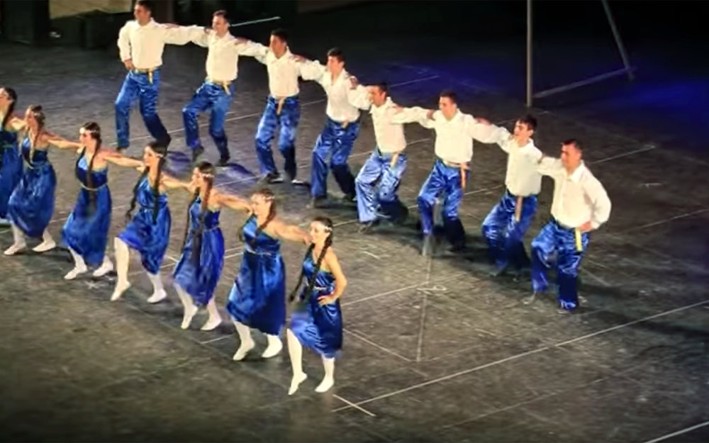 """790.Sirtaki / Greece - Sirtaki is a popular dance of Greek origin, choreographed by Giorgos Provias for the 1964 film """"Zorba the Greek"""". It is a recent Greek folk dance, and a mixture of the slow and fast rhythms of the hasapiko and hasaposerviko dance respectively. The dance and the accompanying music by Míkis Theodorakis are also called """"Zorbá"""". It is a line or a circle dance, with hands held on neighbours' shoulders. Line formation is more traditional. The name Sirtáki comes from the Greek word """"syrtos"""", which means """"to drag"""