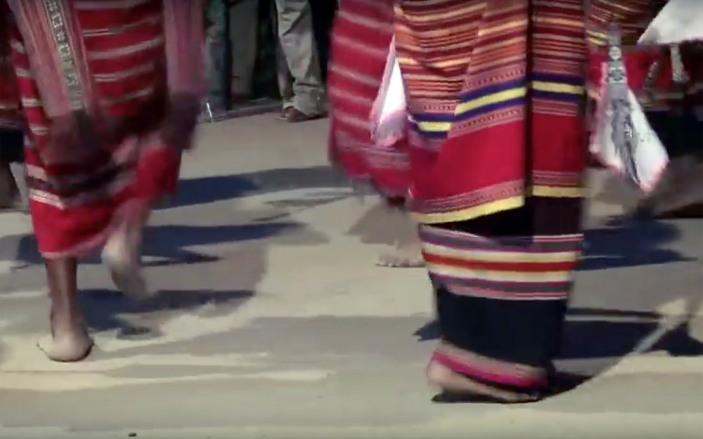 Tebe Dai / East Timor - Tebe Da is a traditional circle dance performed throughout East Timor and it is accompanied by a drum.