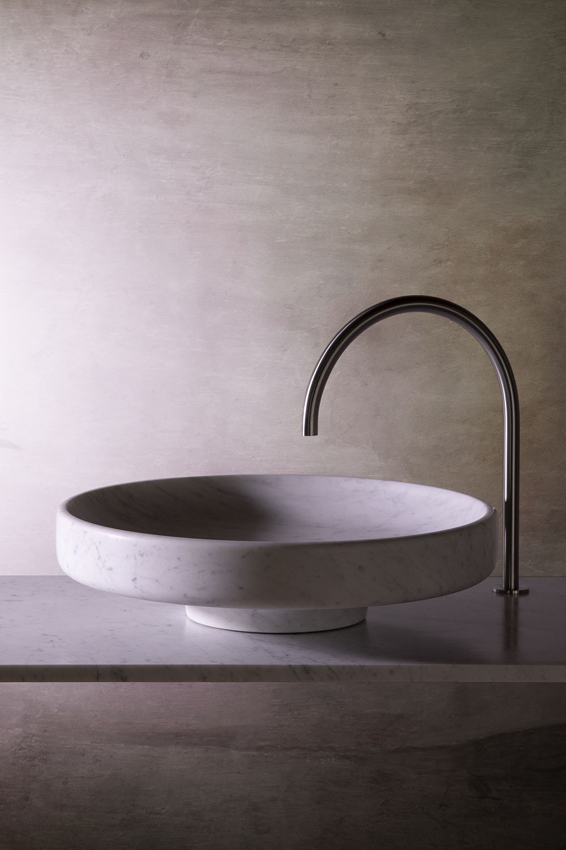 grande vasque ronde en marbre blanc de carrare