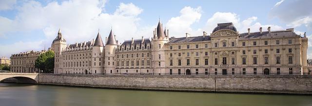 paris-1225923_640.png