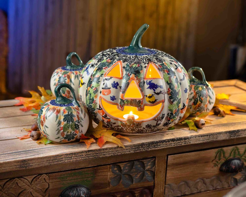 Currently obsessed with these patterned pottery pumpkins, and desperate to get one for my house before October starts!  This one pictured is by  Uno Alla Volta  and is unfortunately no longer available. A similar version (with shipping to the UK) can be found at  Blue Dot Pottery .