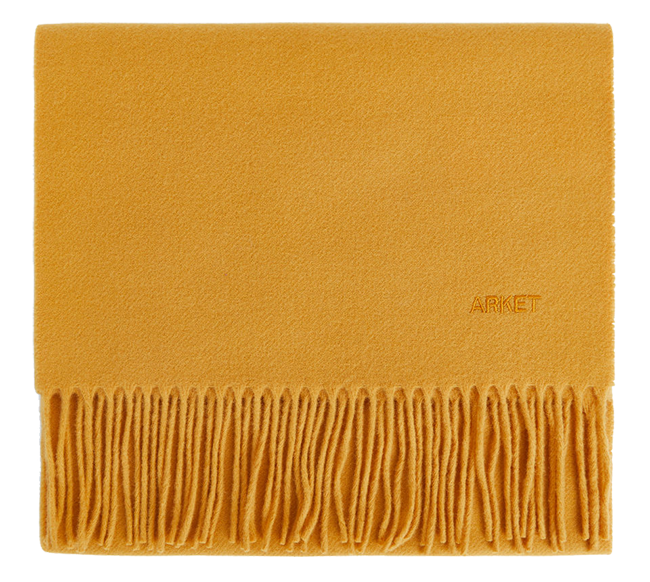 Bought this  yellow wool scarf from Arket  a few months ago and can't wait to start wearing it.