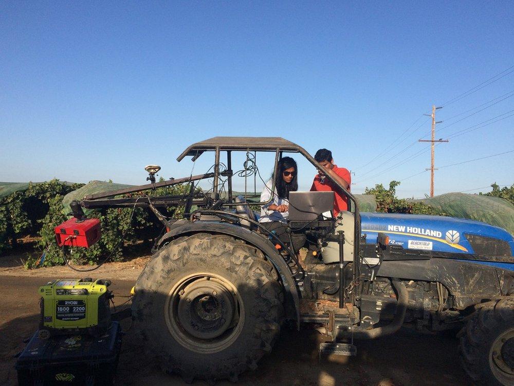 Imaging-Equipment-on-a-tractor-franka.jpg