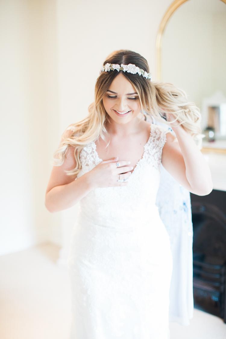 1. Bride Getting Ready.jpg