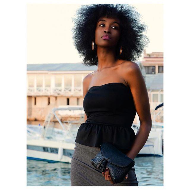 Shooting pour @creations_sacs_mary, un incontournable de la maroquinerie marseillaise depuis 3 générations! 🖤 - Modèle : @saidaa.ch