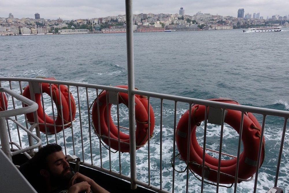 Istanbul | Man sleeping on the boat to Kadikoy | Bosphurus | ©sandrine cohen