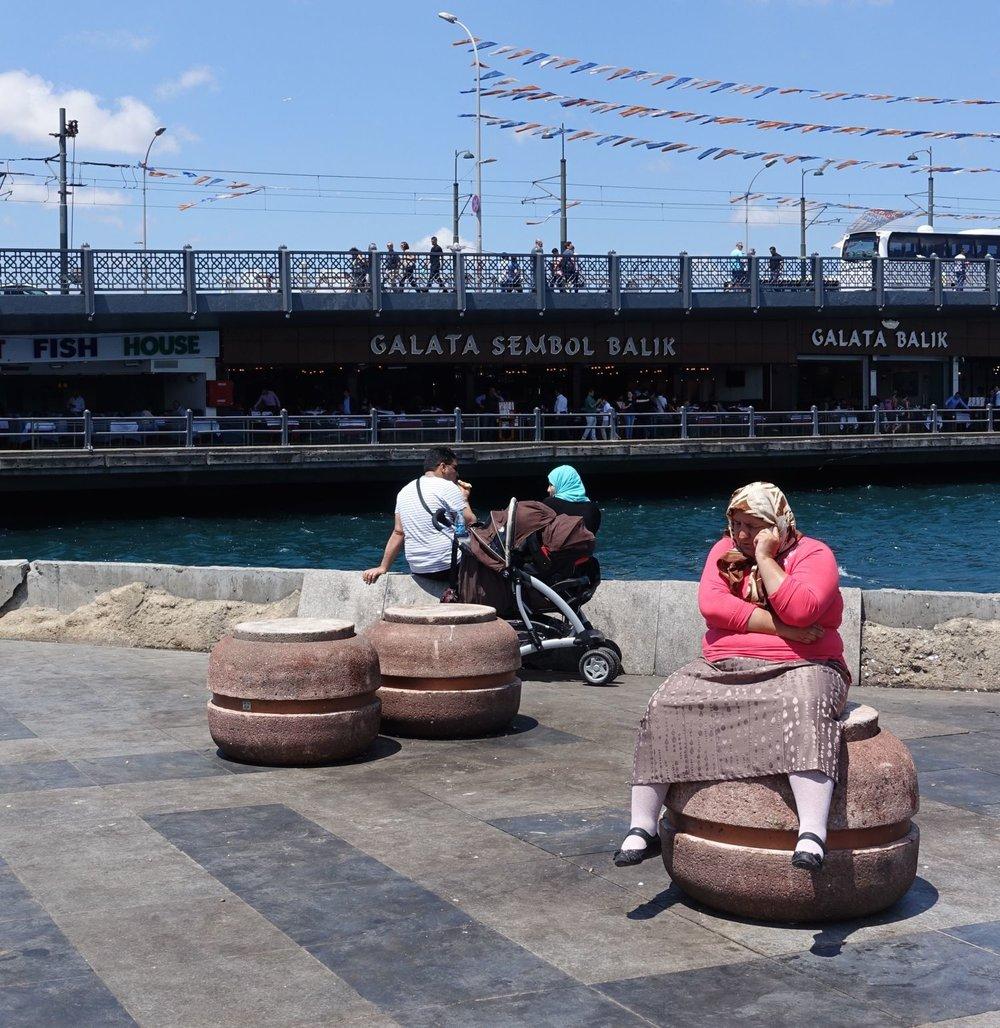 Istanbul | Galata bridge | Woman with phone | ©sandrine cohen