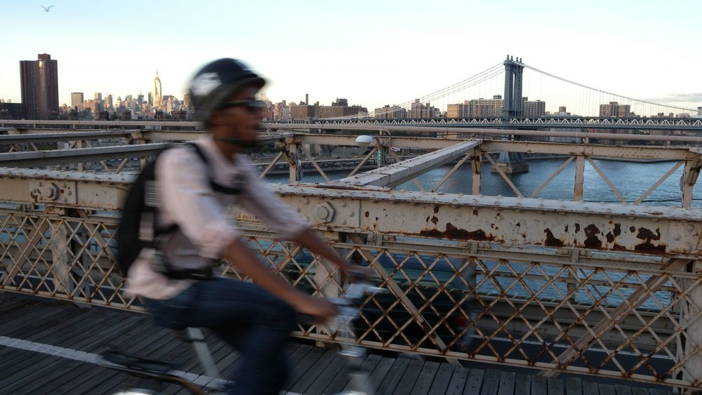 New York | Cyclist on Brooklyn bridge | Skyline from the Brooklyn bridge | photo sandrine cohen