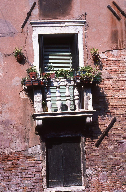 Venice | Window with flowers |©sandrine cohen