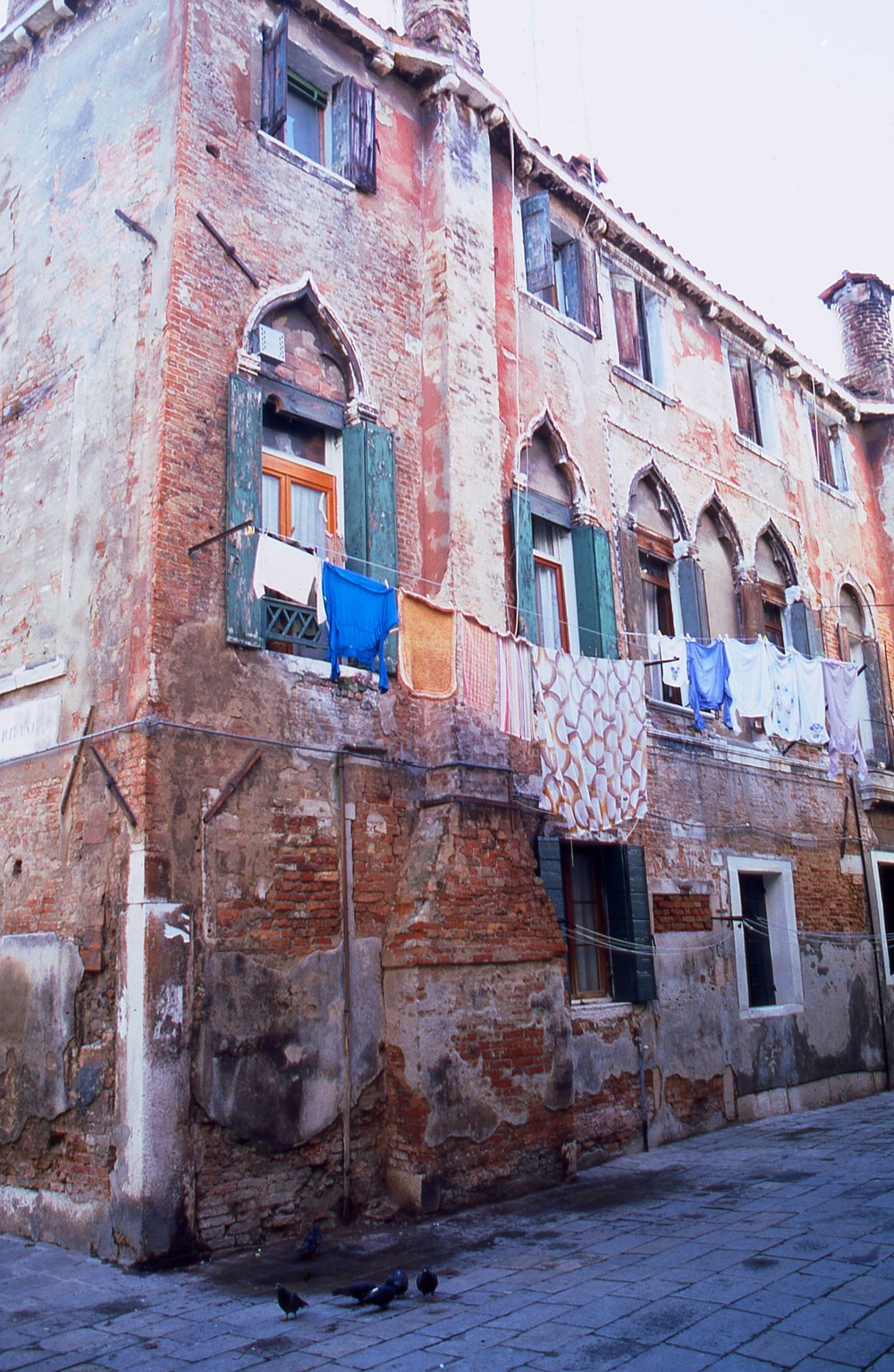 Venice | House of Venice eaten by water | photo sandrine cohen