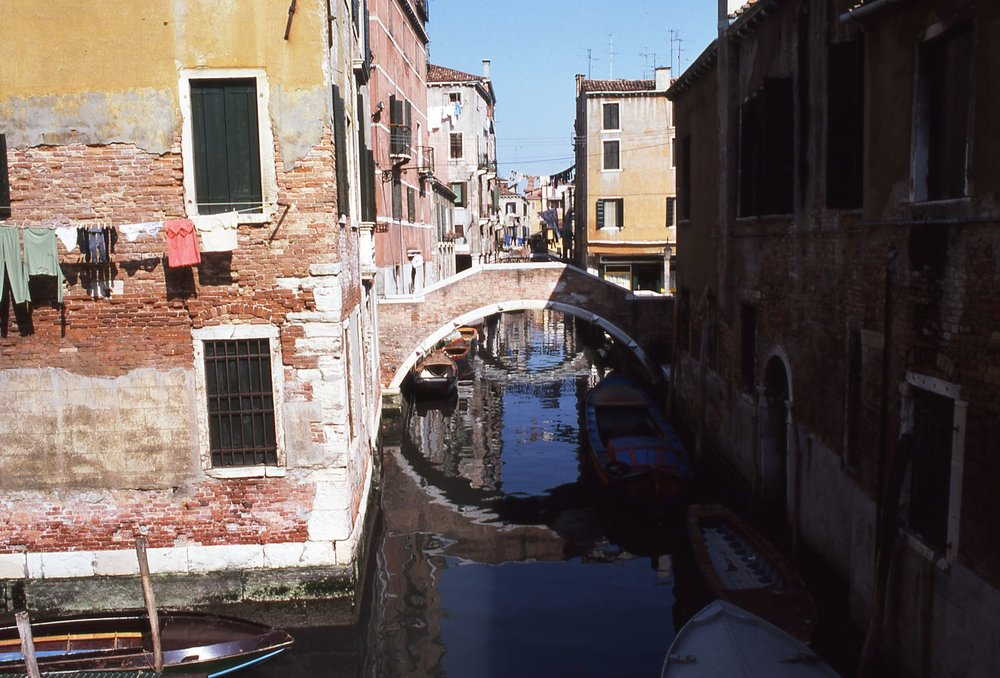 Venice | Small bridge in the canal | photo sandrine cohen