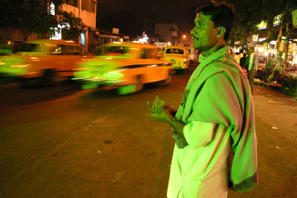 Kolkata - Calcutta | Kali temple district | Indian man with green light | ©sandrine cohen