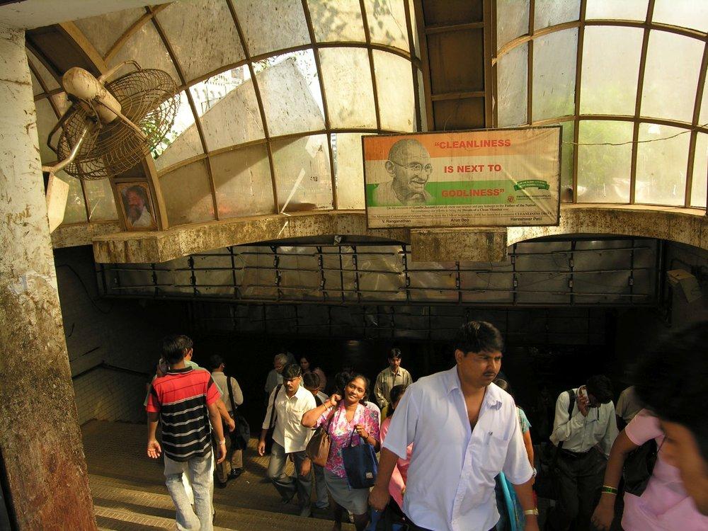 Gandhi poster Clean Mumbai | Underground pedestrian crossing on Victoria Station in Mumbai | ©sandrine cohen