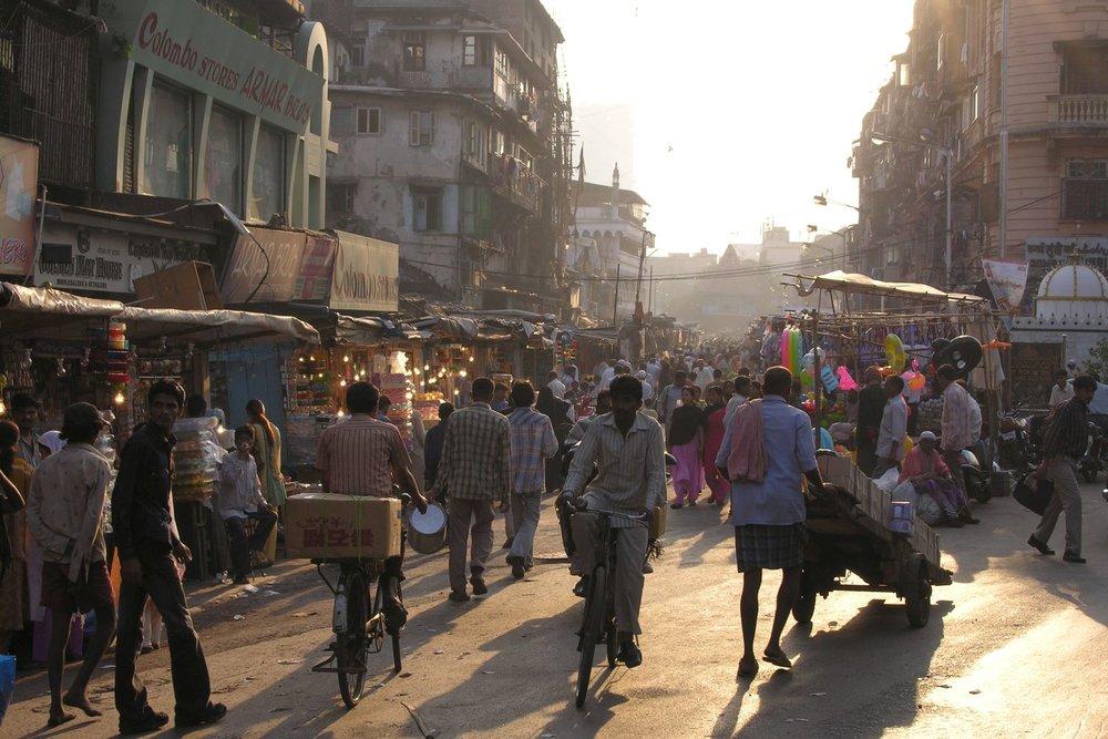 Mumbai - Bombay | Sunrise in Bhendi bazar | Shopping street in Mumbai | ©sandrine cohen