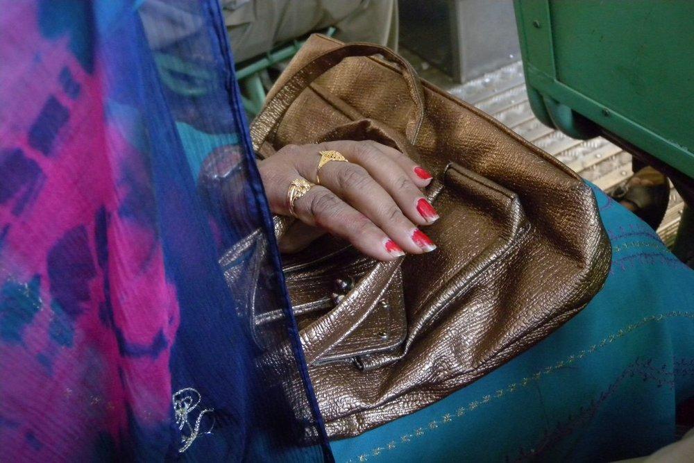 Mumbai - Bombay | Mumbaikar on the bus | ©sandrine cohen