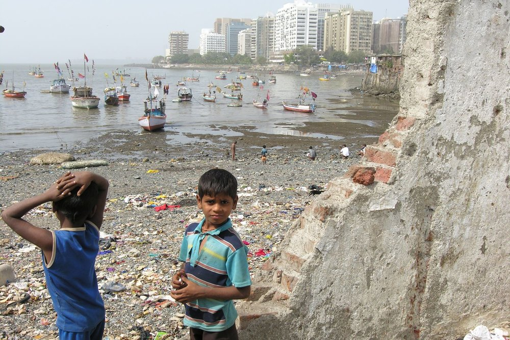 Mumbai - Bombay | Slum in Mumbai | Slum seaside Cofee Parade | Street children from Bombay | ©sandrine cohen