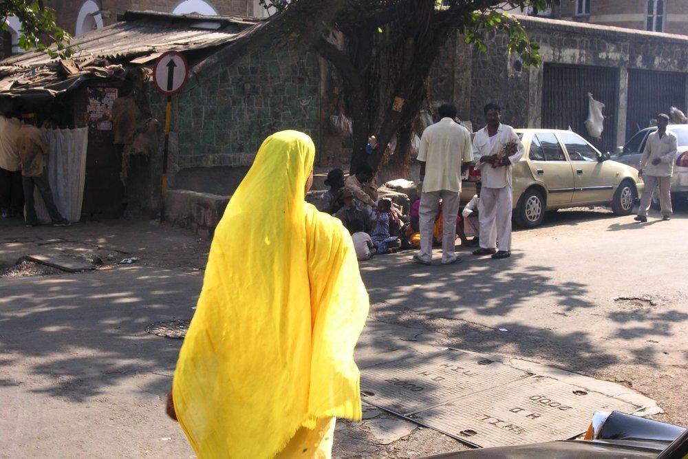 Mumbai - Bombay | Yellow sari | Mumbaikar woman | Indian woman | ©sandrine cohen