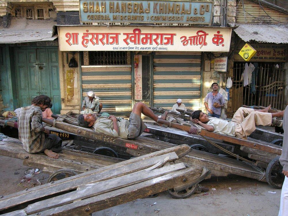 Mumbai - Bombay | Kalbadevi | Coolies sleeping in Mumbai | ©sandrine cohen
