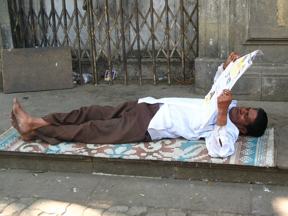 Mumbai - Bombay | Mumbaikar reading a newspaper | ©sandrine cohen