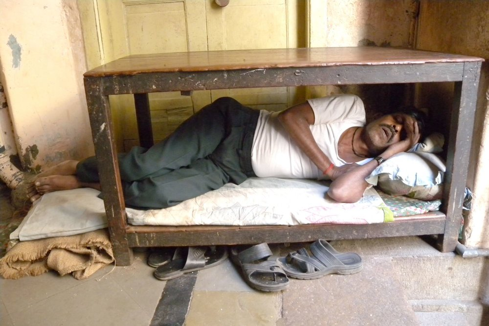 Mumbai - Bombay | Mumbaikar Bombaikar sleeping under a table | ©sandrine cohen