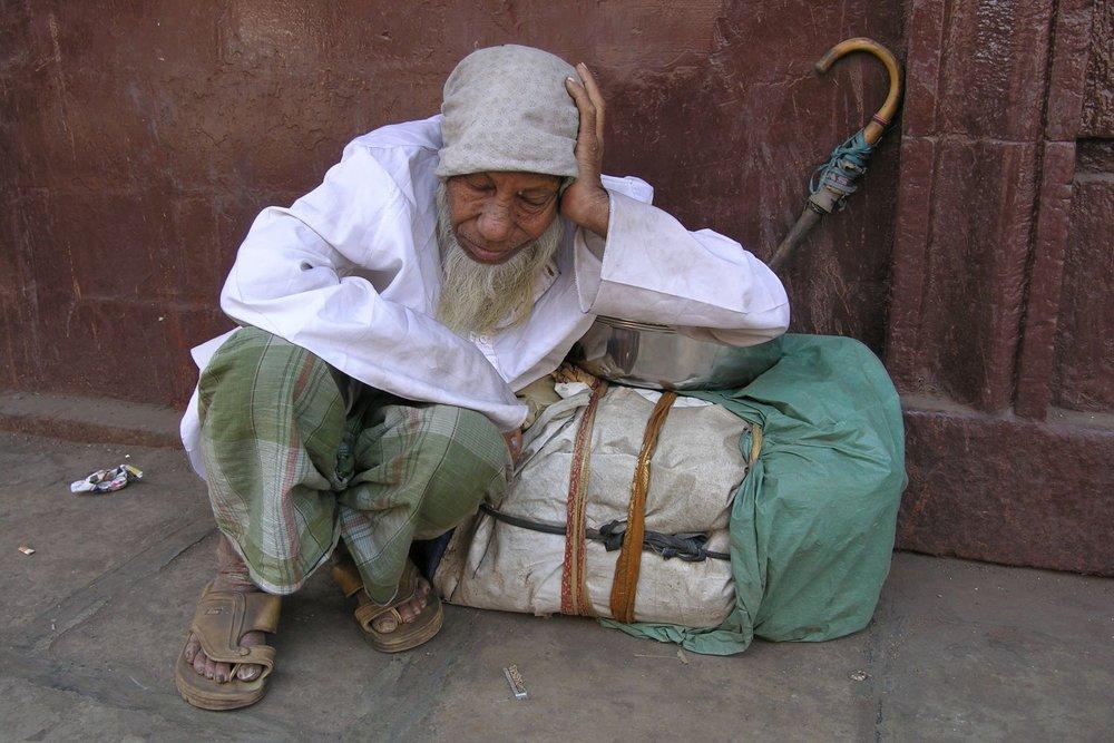 Mumbai - Bombay | homeless sleeping with umbrella | ©sandrine cohen