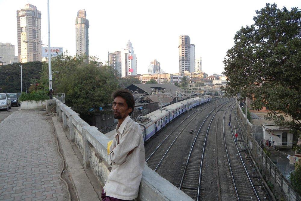 Mumbai - Bombay | Mumbaikar alone on the bridge | ©sandrine cohen