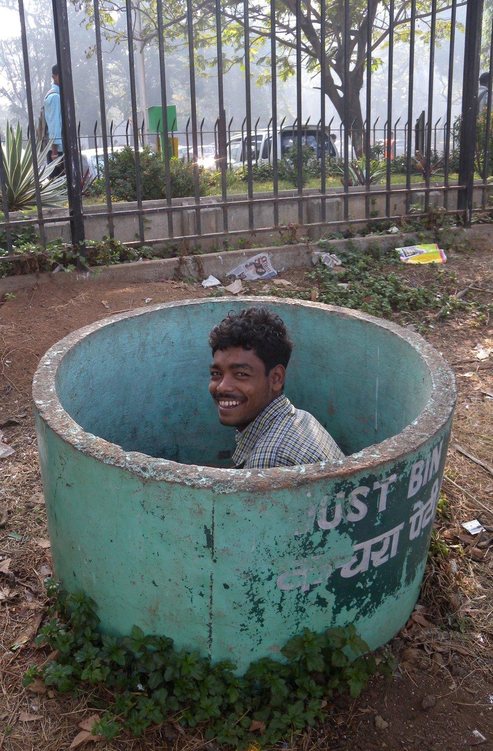 Mumbai - Bombay | Mumbaikar homeless smiling | ©sandrine cohen
