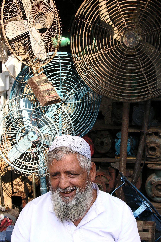 Mumbai - Bombay | Fans in Choor Bazar | ©sandrine cohen