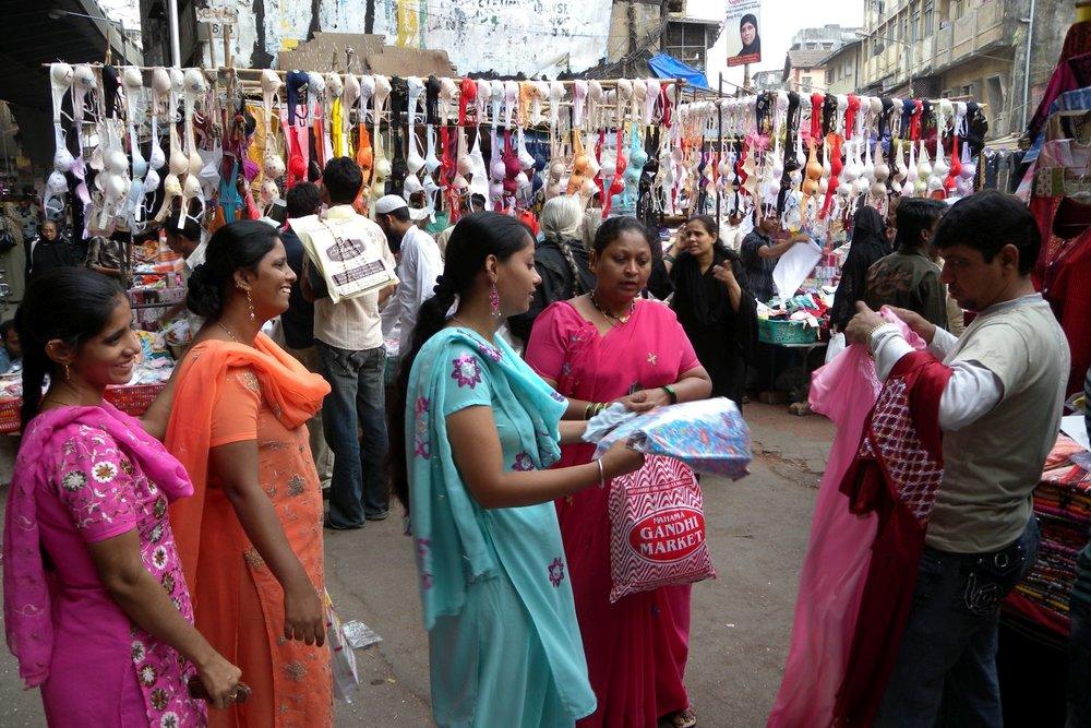 Mumbai - Bombay | Indian women buying bras on the market | Bras market in Mumbai | ©sandrine cohen
