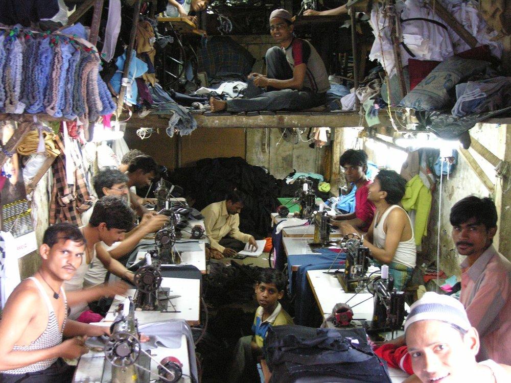 Mumbai - Bombay | Indian tailors on a sewing workshop | ©sandrine cohen