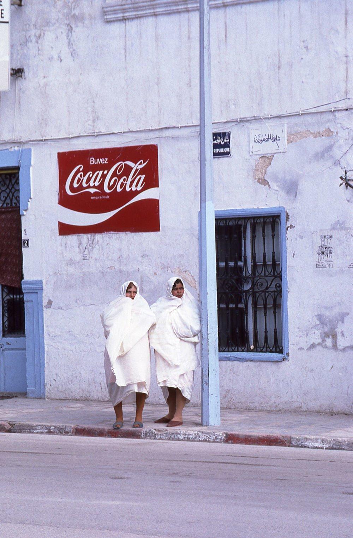 Tunisia | Muslim women | Coca-Cola advertising | photo sandrine cohen