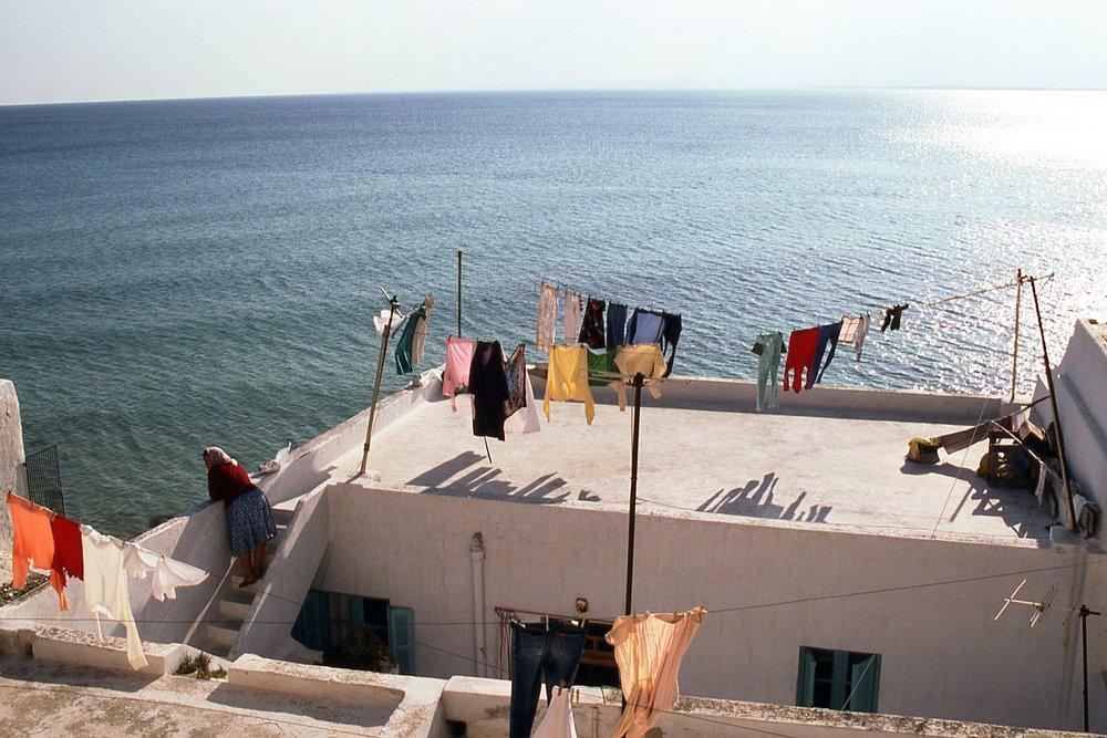Tunisia | Hammamet medina | Woman at terrace looks at the sea | photo sandrine cohen